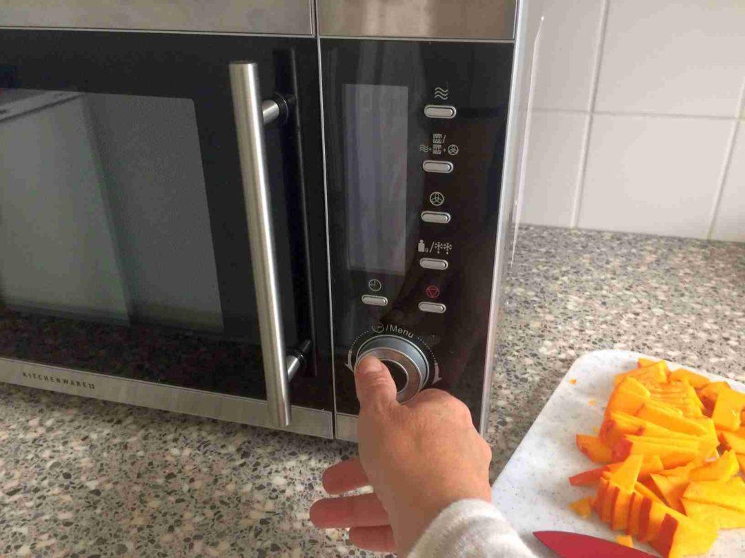 schadet das aufw rmen von speisen in der mikrowelle ihrer gesundheit essenzielles. Black Bedroom Furniture Sets. Home Design Ideas